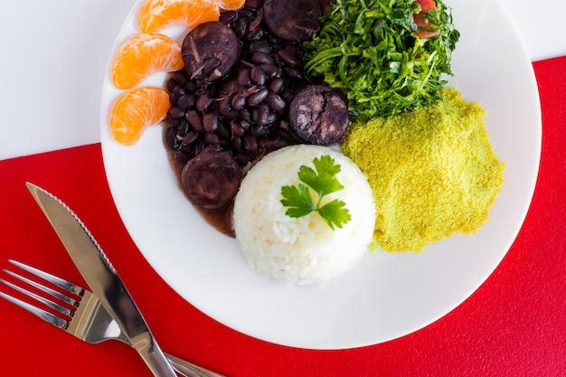 Cibo brasiliano di feijoada. vista dall'alto - immagine