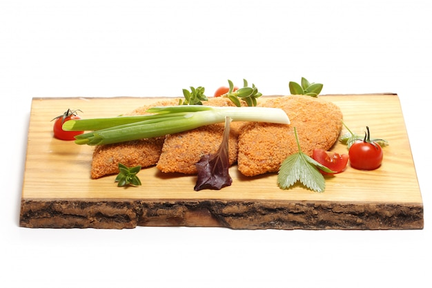 Cibo delizioso su una tavola di legno
