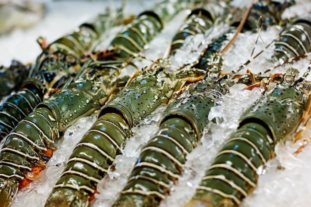 Cibo di strada in asia aragoste spinose close-up