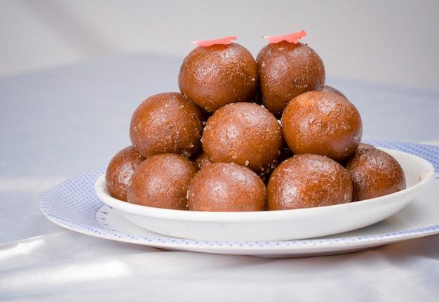Cibo dolce indiano gulab jamun