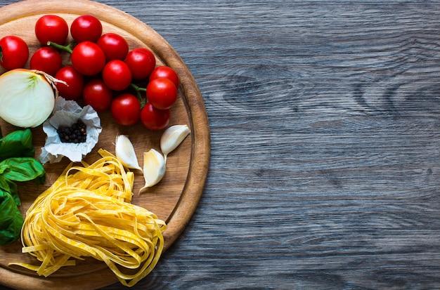 Cibo italiano cucina ingredienti per pasta al pomodoro