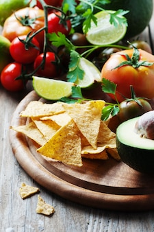 Cibo messicano con verdure crude