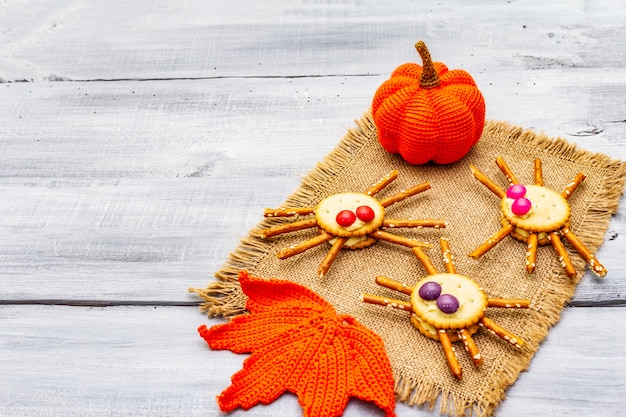 Cibo per bambini divertente. ragni commestibili, concetto di halloween