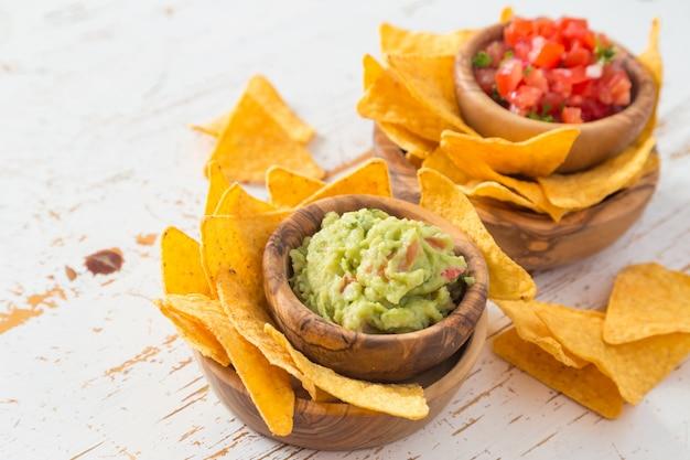 Cibo per feste - nachos con e guacamole