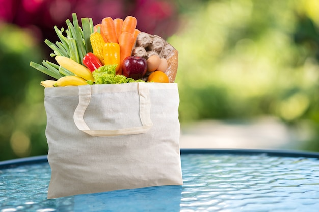 Cibo salutare nel supermercato online concetto di acquisto di generi alimentari