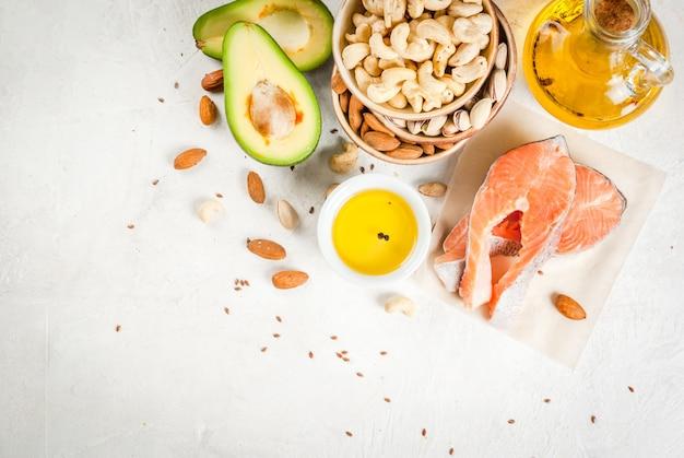 Cibo salutare. prodotti con grassi sani. omega 3, omega 6. ingredienti e prodotti