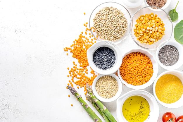 Cibo sano con ingredienti sani