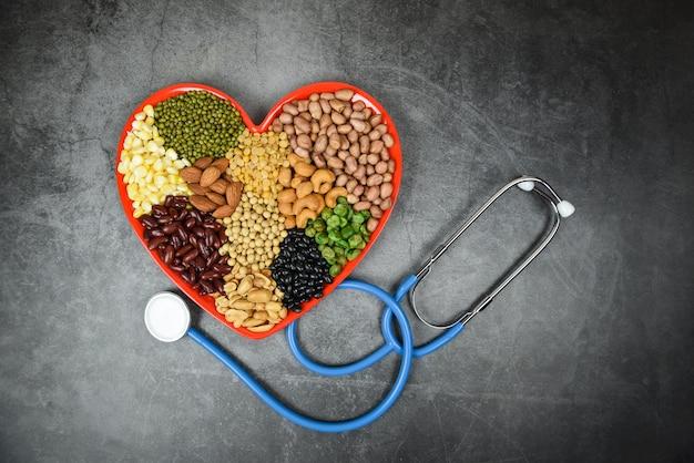 Cibo sano naturale per la cottura di ingredienti collage vari fagioli mescolano l'agricoltura dei piselli