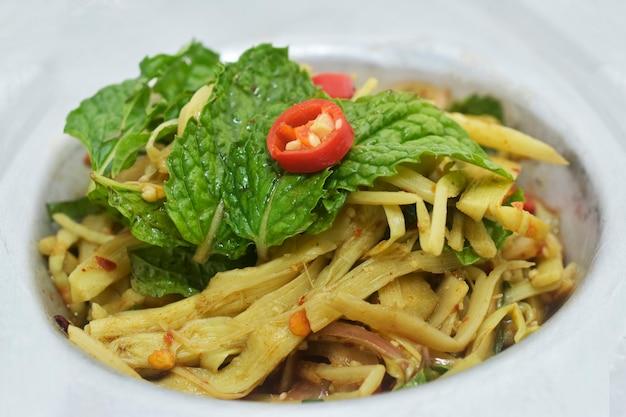 Cibo tailandese della via della minestra del germoglio di bambù