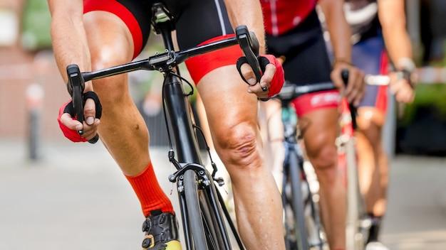 Ciclista in una corsa in bicicletta