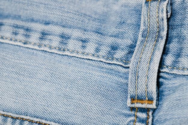 Ciclo della cintura dei blue jeans del primo piano