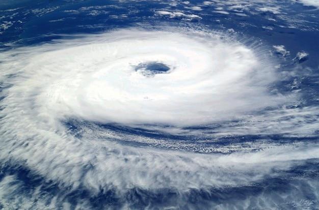 Ciclone tropicale catarina uragano nuvole