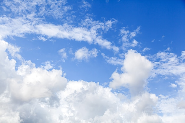 Cielo azzurro con nuvole