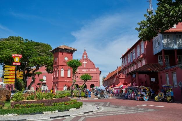 Cielo blu estate malaysia antica unesco
