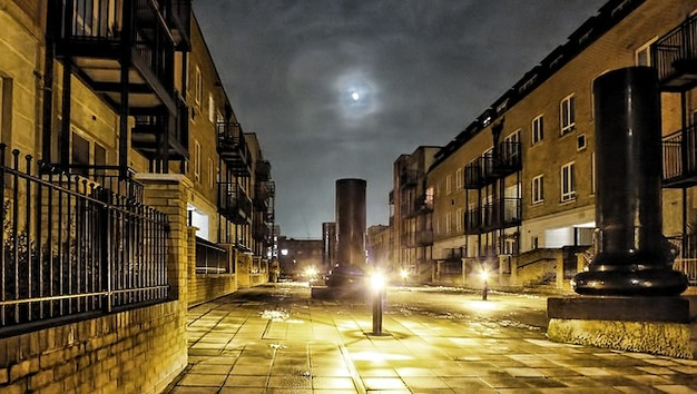 Cielo della sera londra edificio notte di luna