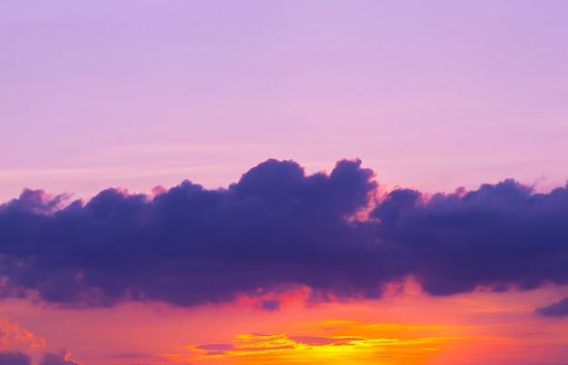 Cielo e nuvola crepuscolari