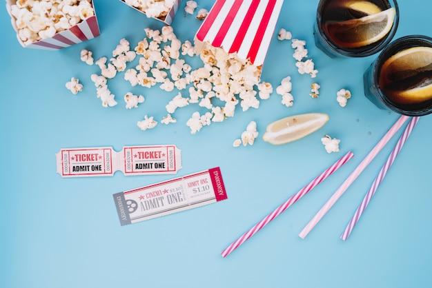 Cinema popcorn box con una bibita analcolica