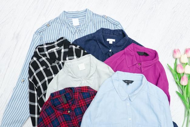 Cinque camicie colorate, assortimento. concetto di moda
