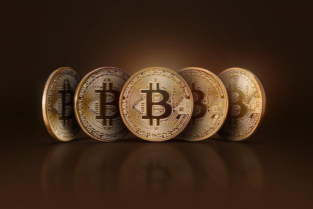 Cinque monete bitcoin reali. denaro elettronico, criptovaluta.