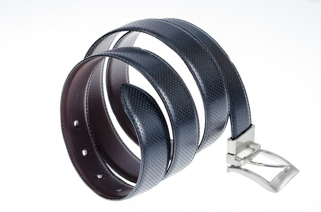 Cintura intrecciata in pelle nera isolata