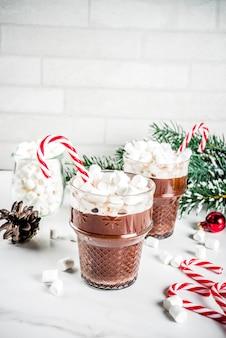 Cioccolata calda alla menta con marshmallow
