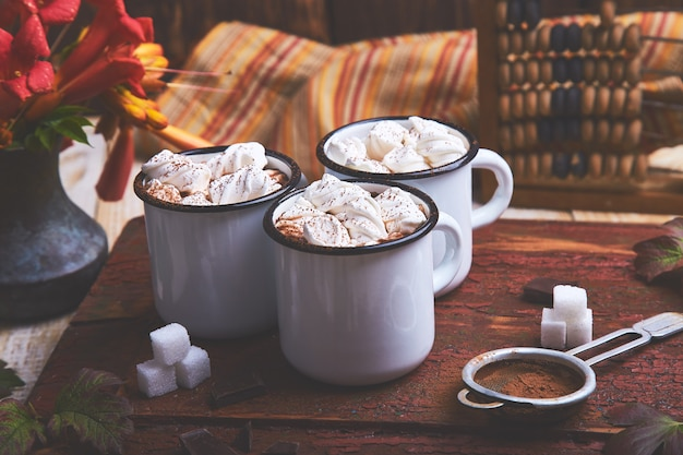 Cioccolata calda con caramelle marshmallow