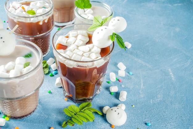 Cioccolata calda con marshmallow divertente