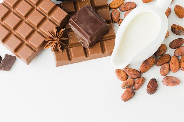 Cioccolato con latte copia spazio