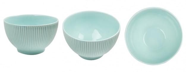Ciotola ceramica blu isolata su fondo bianco