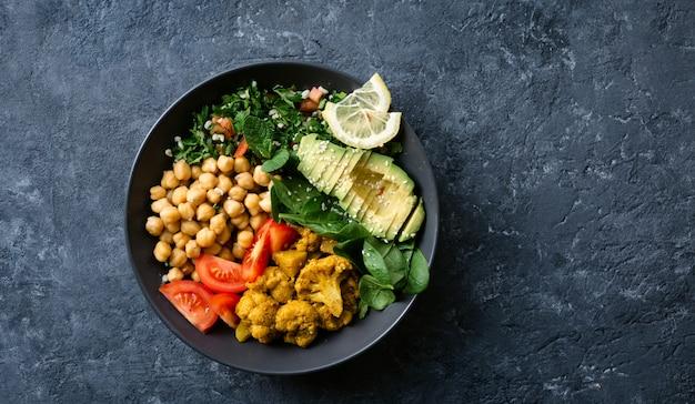 Ciotola del buddha cibo vegetariano sano ed equilibrato
