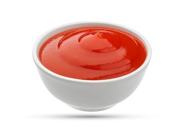 Ciotola del ketchup su bianco