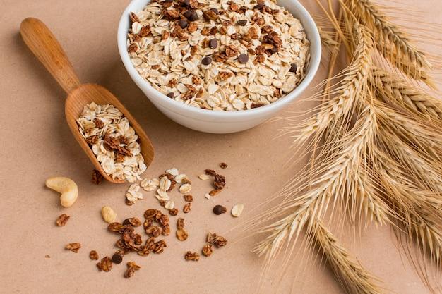 Ciotola del primo piano di cereali