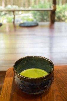 Ciotola di bevanda calda del tè verde matcha