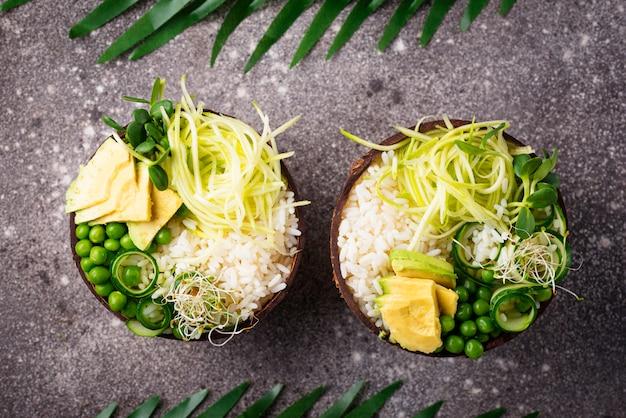 Ciotola di buddha vegan con verdure
