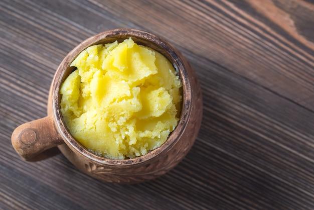 Ciotola di burro chiarificato di ghi