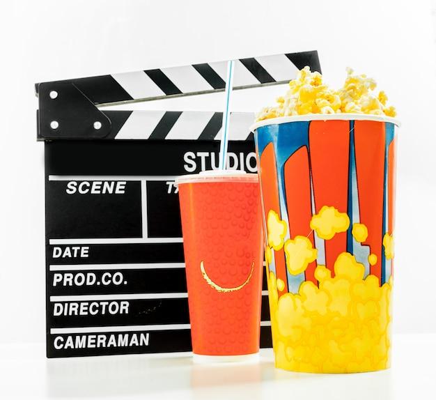 Ciotola di popcorn e bevande