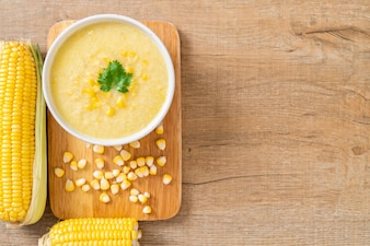 Ciotola di zuppa di mais