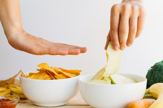 Ciotola nachos vs ciotola di frutta