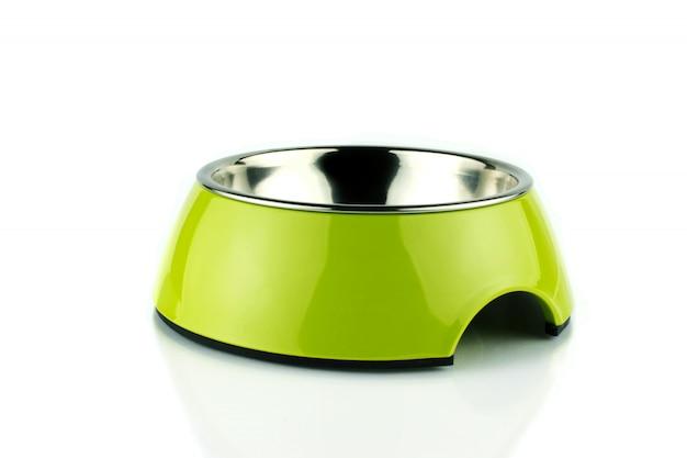 Ciotola verde per animali domestici. contenitore per alimenti in metacrilato per cane o gatto. isolato