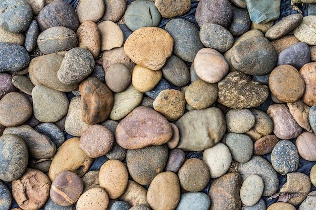 Ciottoli di pietra sullo sfondo