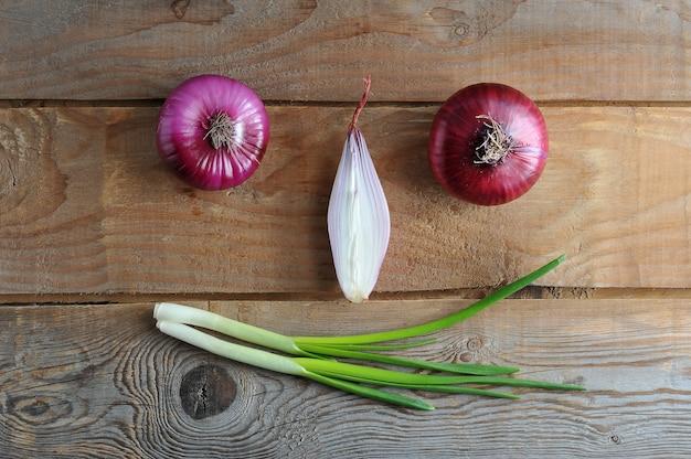 Cipolle sorridenti di diverse varietà