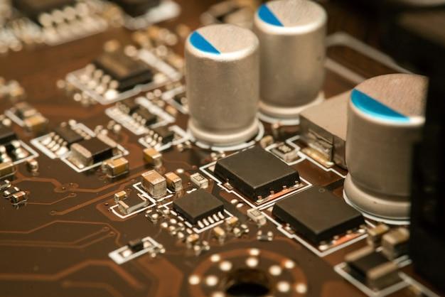 Circuito elettronico con processore
