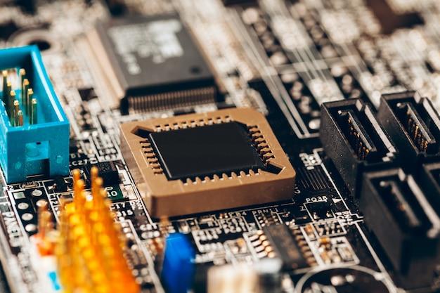 Circuito elettronico del computer con la fine del processore su