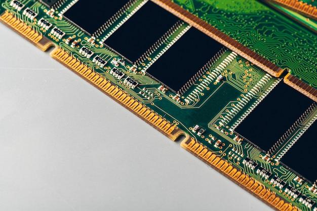 Circuito verde di una fine del computer in su