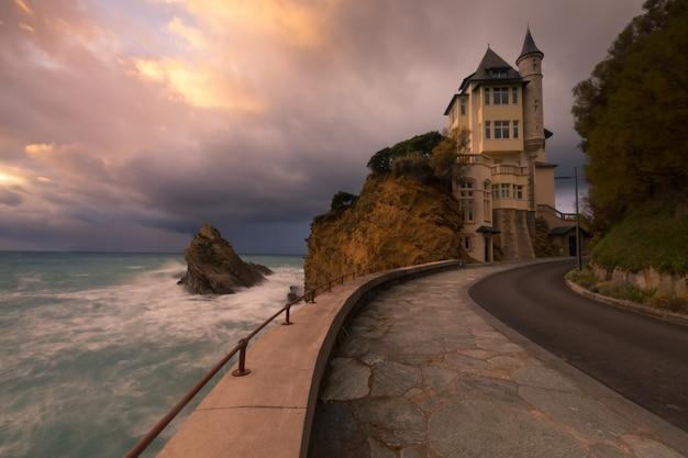Città di biarritz con la sua bellissima costa, nel nord dei paesi baschi.