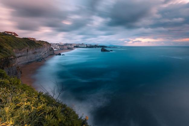 Città di biarritz con la sua bellissima costa nel nord paesi baschi