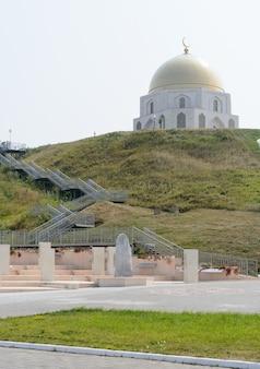 Città di bolgar, tatarstan, russia: il segno commemorativo in onore dell'adozione dell'islam da parte dei bulgari del volga nel 922