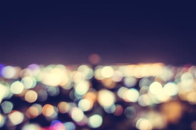 Città di notte con effetto bokeh