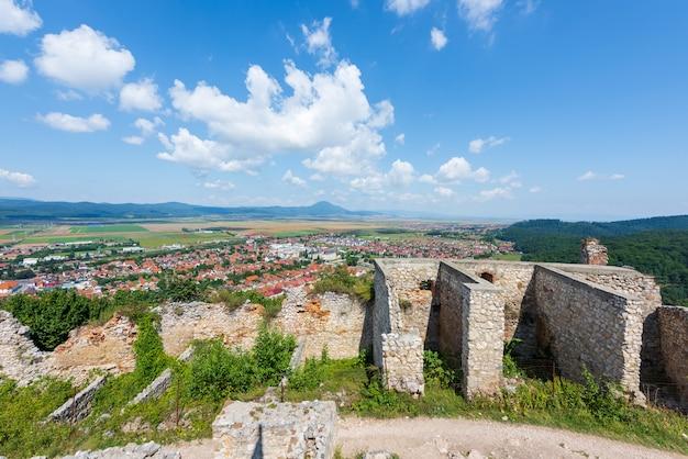 Città di rasnov e brasov dall'alto