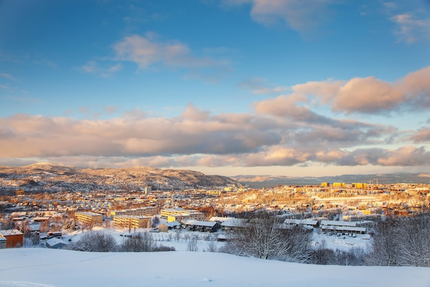 Città innevata di trondeim norvegia da steinan